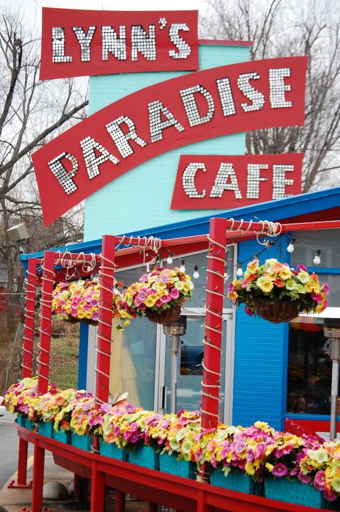 Lynn's Paradise Cafe – A Feast for Eyes and Tummy!!