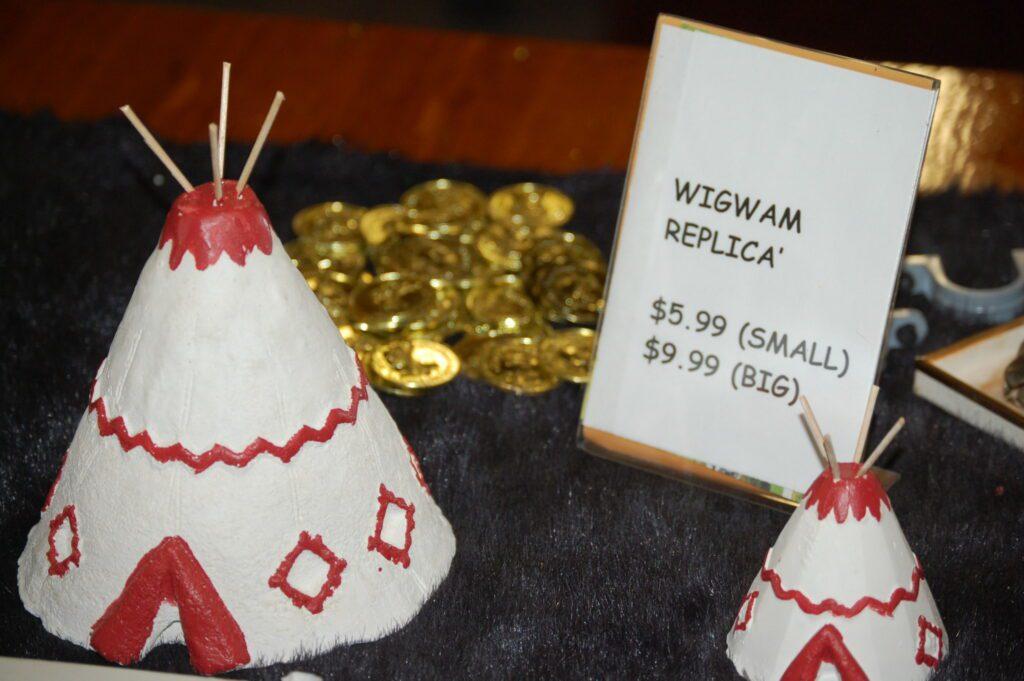 Wigwam Village motel souvenirs