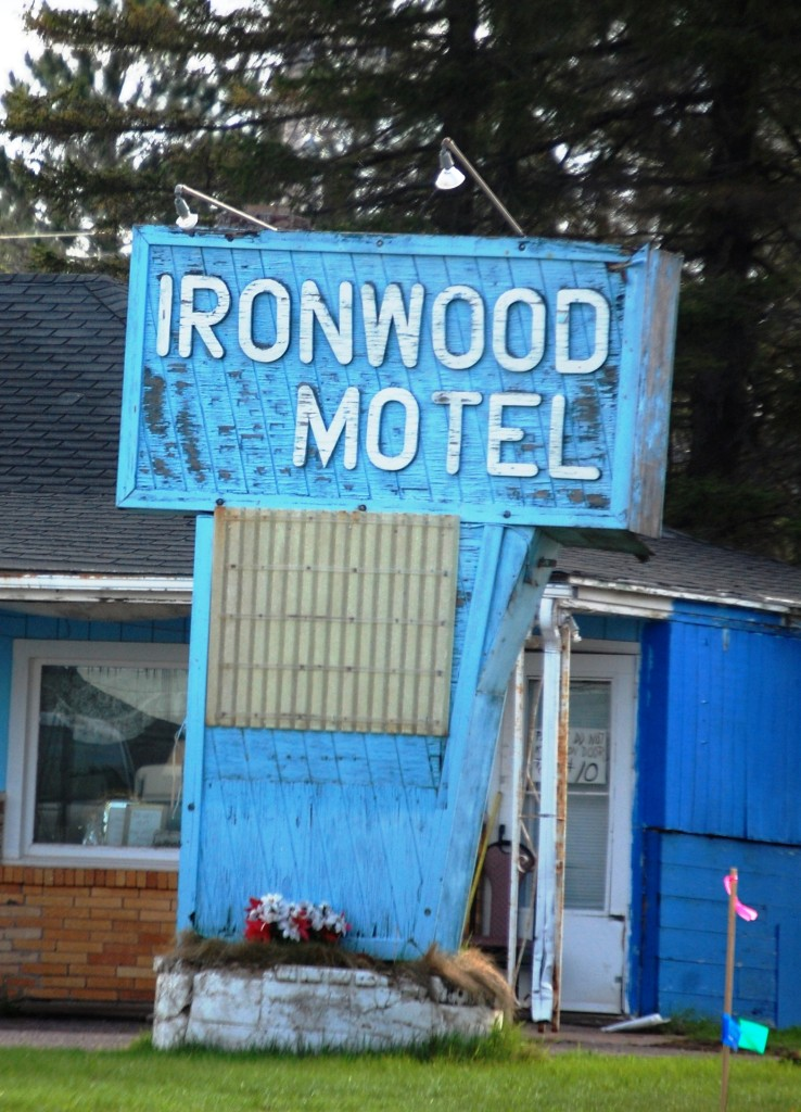 Old Ironwood Motel neon sign