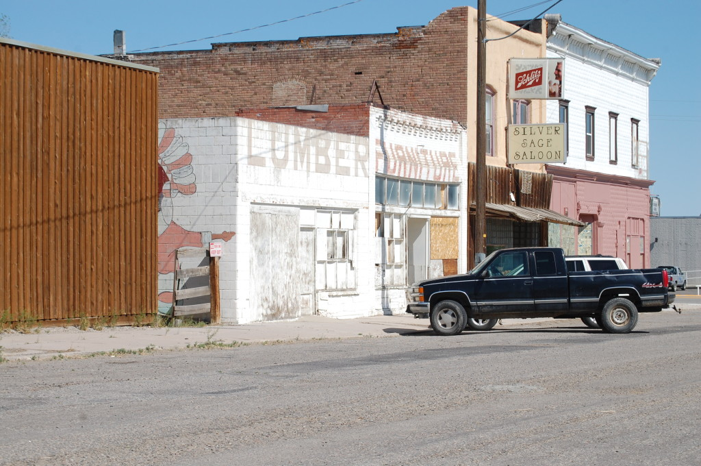Another view of downtown Shoshoni, WY. Note the remnant of another nice mural in the center of the photo