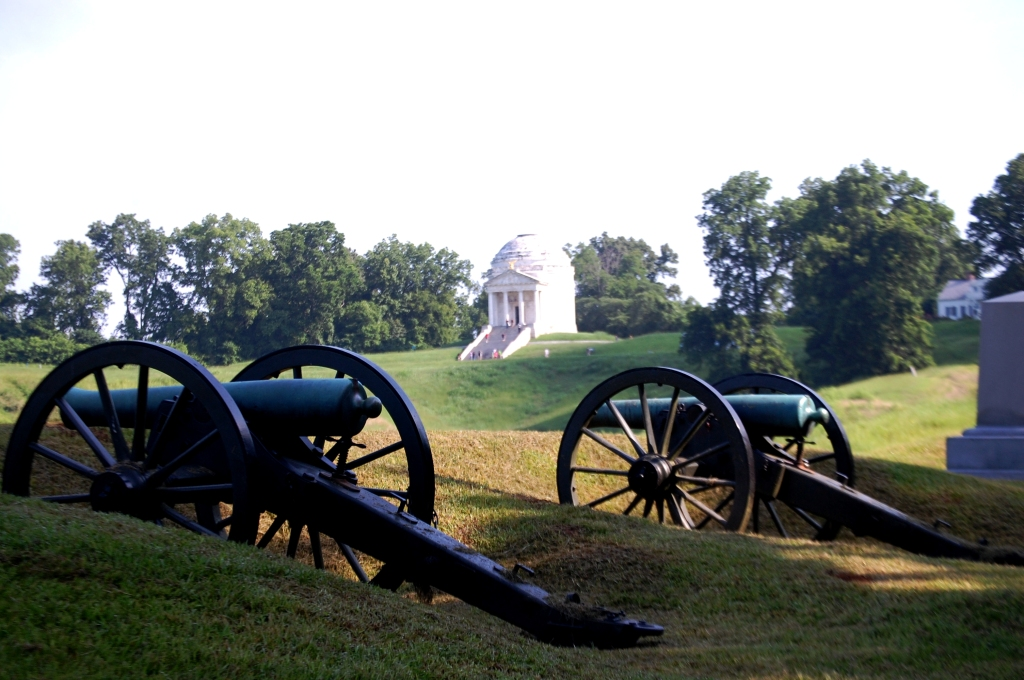 Cannon and Illinois Memorial at Vicksburg