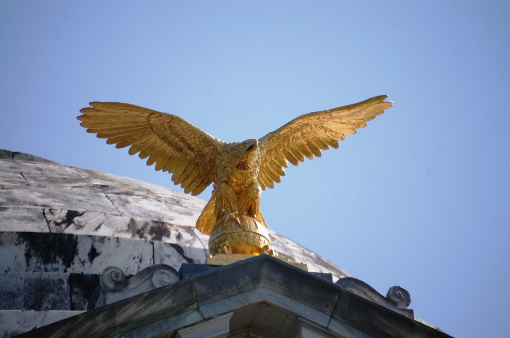 Golden Eagle sits on top of the Illinois State Memorial at Vicksburg