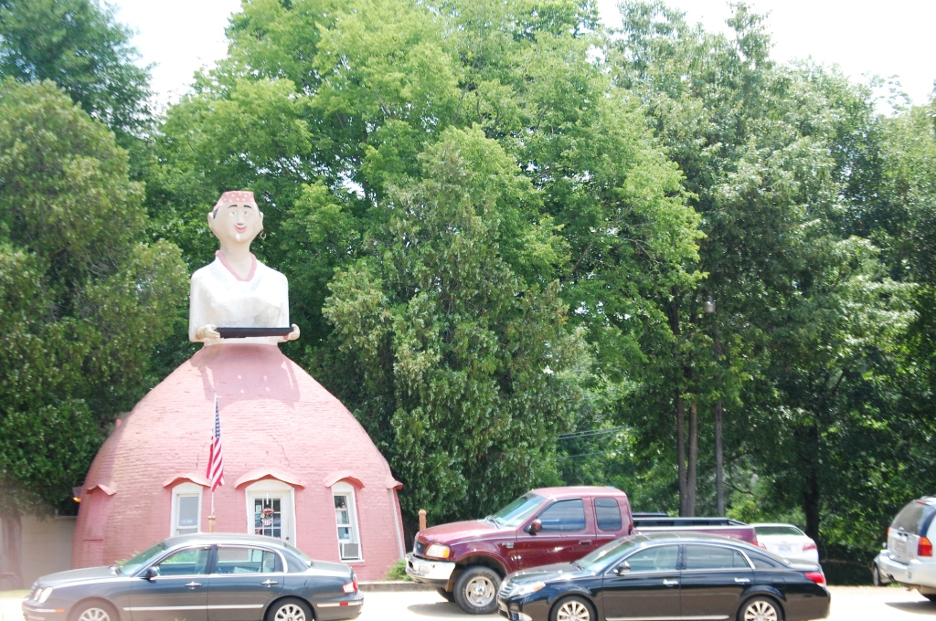One last look at Mammy's Cupboard south of Natchez, MS