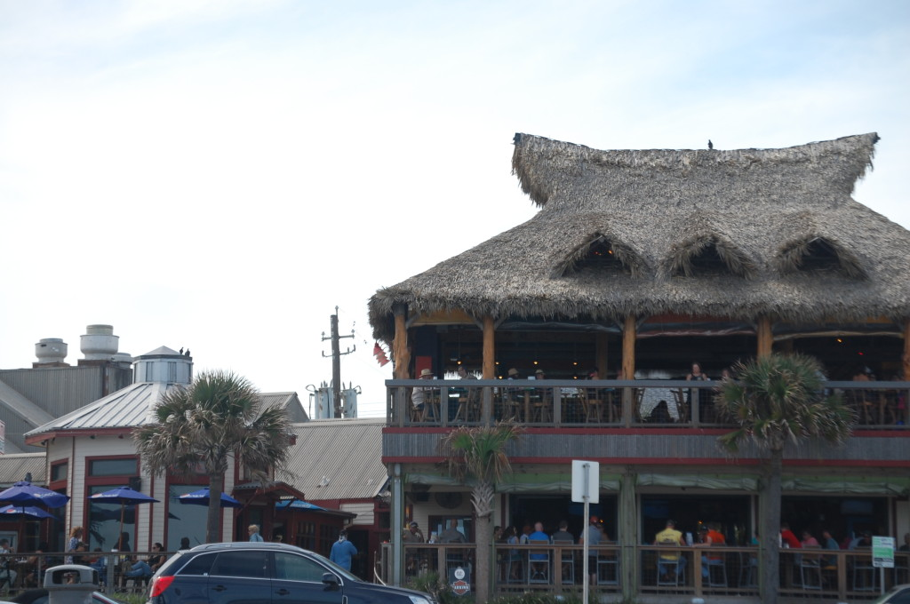 What's a beach resort without places with thatched roofs?