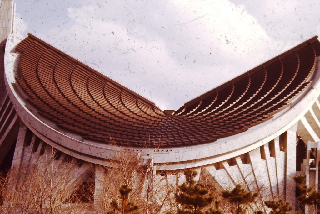 One of the huge buildings of Taisekiji in Fuji-no-miya (ca. 1978)