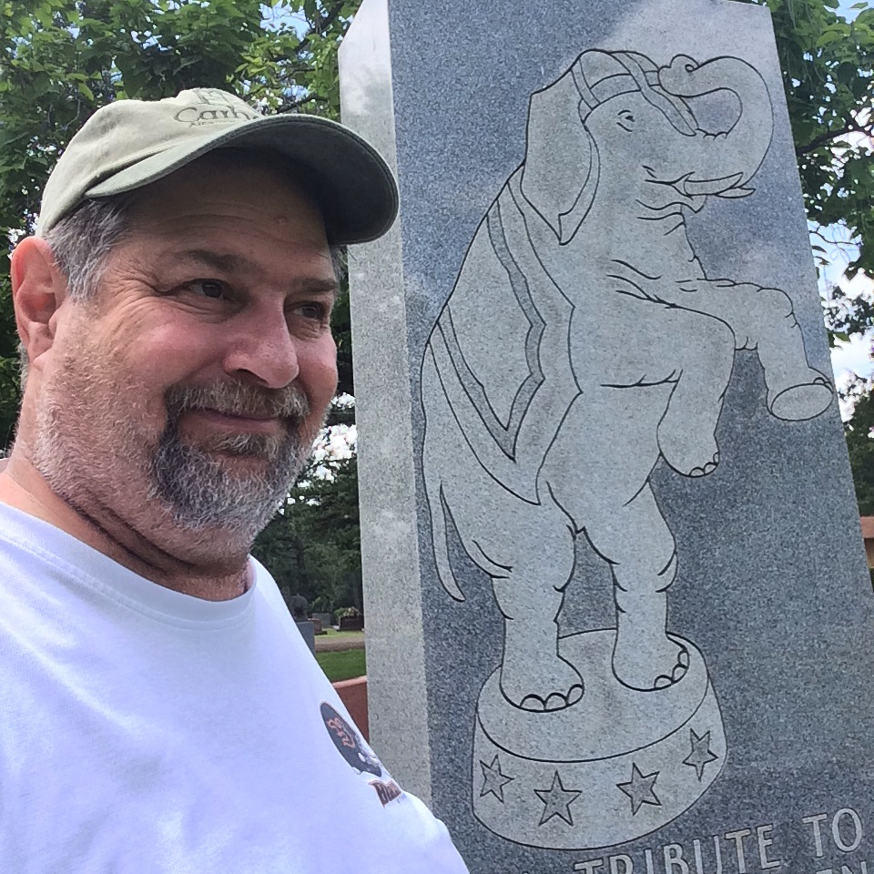 Sumoflam with an Elephant Headstone at Showmen's Rest
