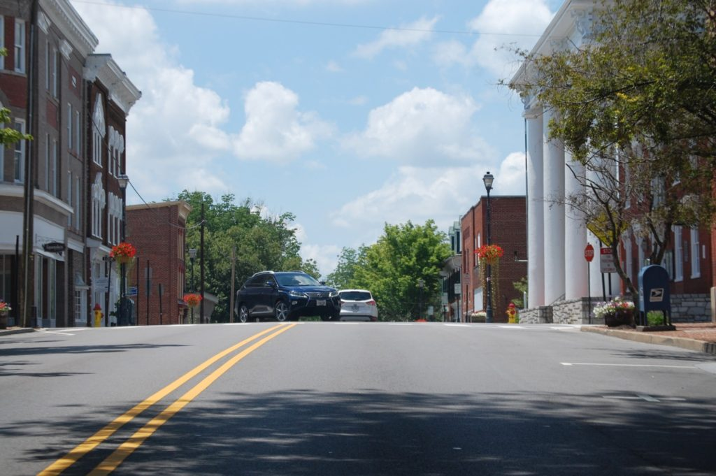 Main Street, including the large courthouse, in Abingdon, VA